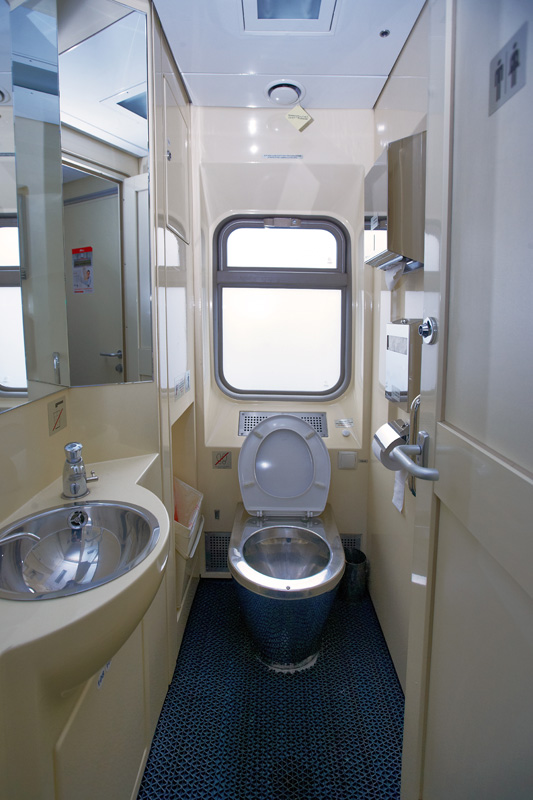 Toilet in a Kupe carriage of a Premium train | ©rzd.ru
