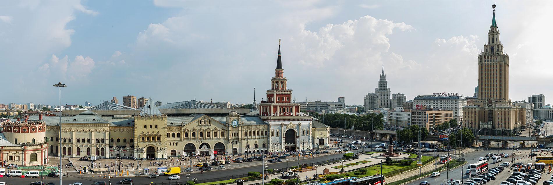 Yaroslavsky railway station - Komsomolskaya metro station: the way to the north 90