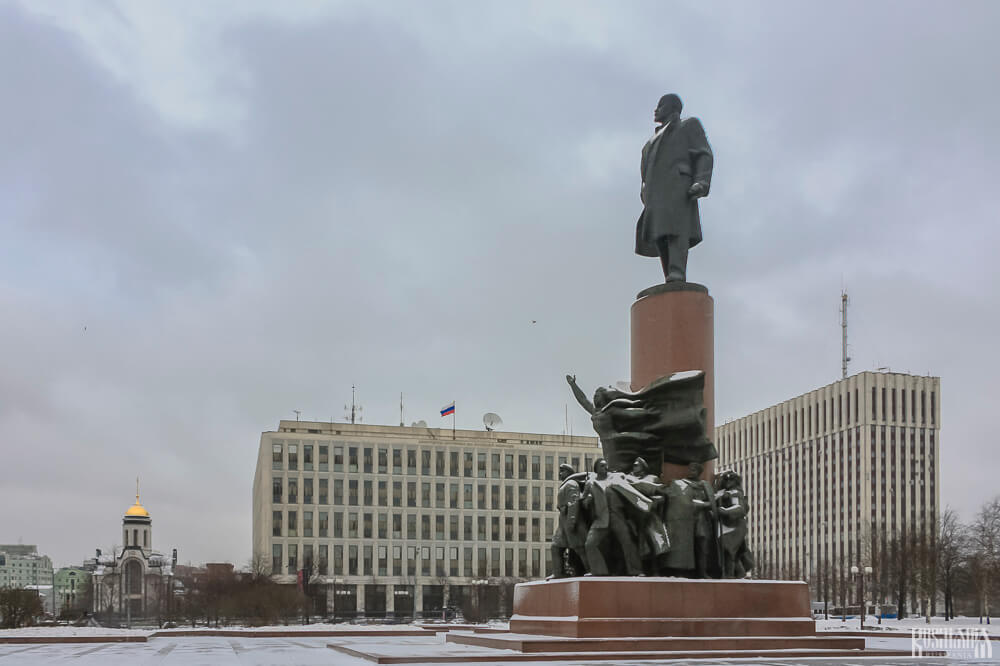 Lenin monument in Moscow on Oktyabrskaya Square.