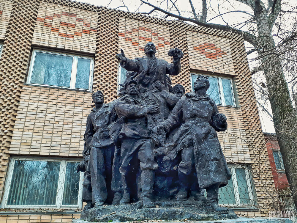 Lenin with Workers - Moscow