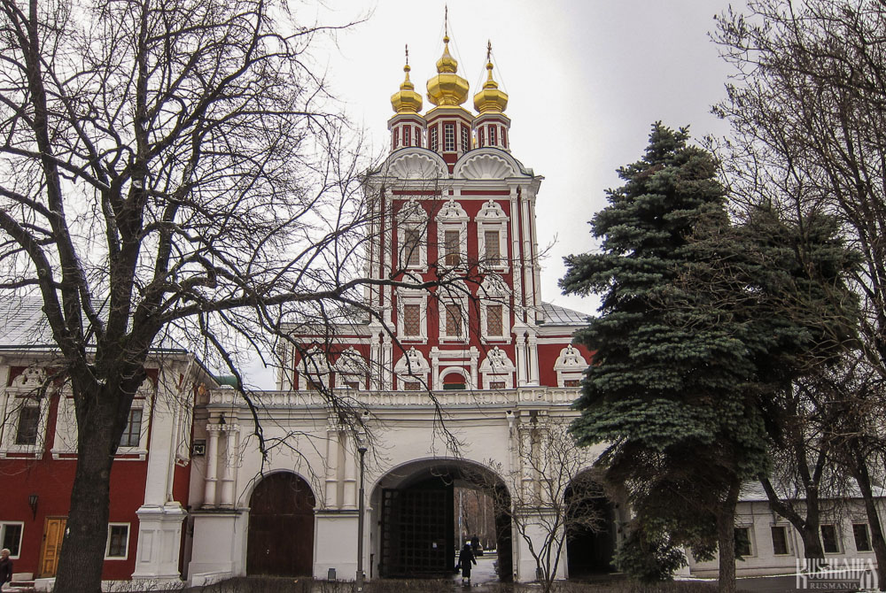 Transfiguration of the Saviour Gate-Church, Novodevichy Convent (December 2011)