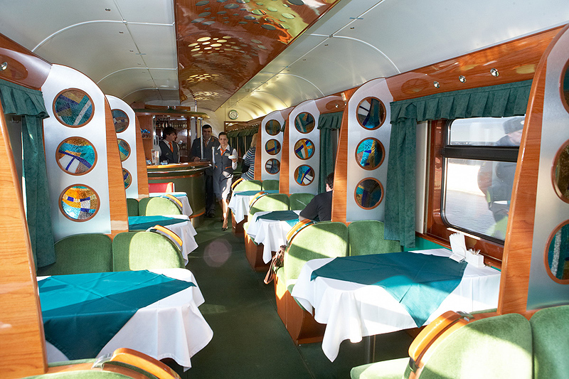 Restaurant carriage in the Nevsky Express train ©rzd.ru