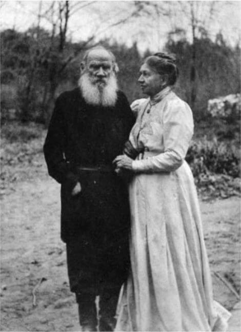 Tolstoy and his wife. 1910